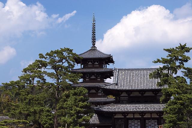 晴れの日の法隆寺
