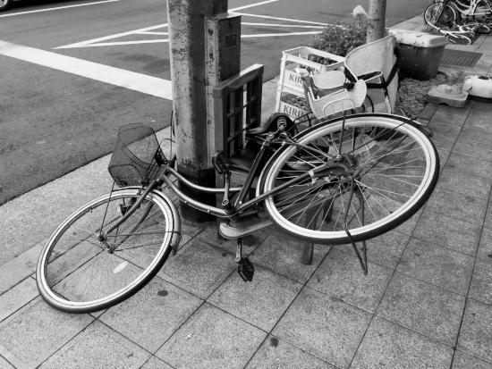 腰掛ける自転車