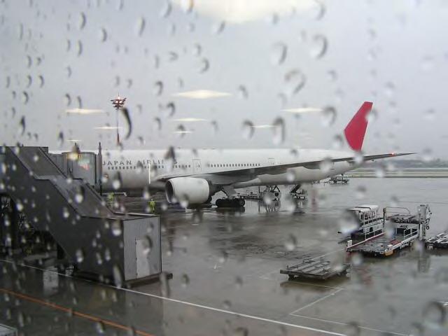 雨の伊丹空港_1