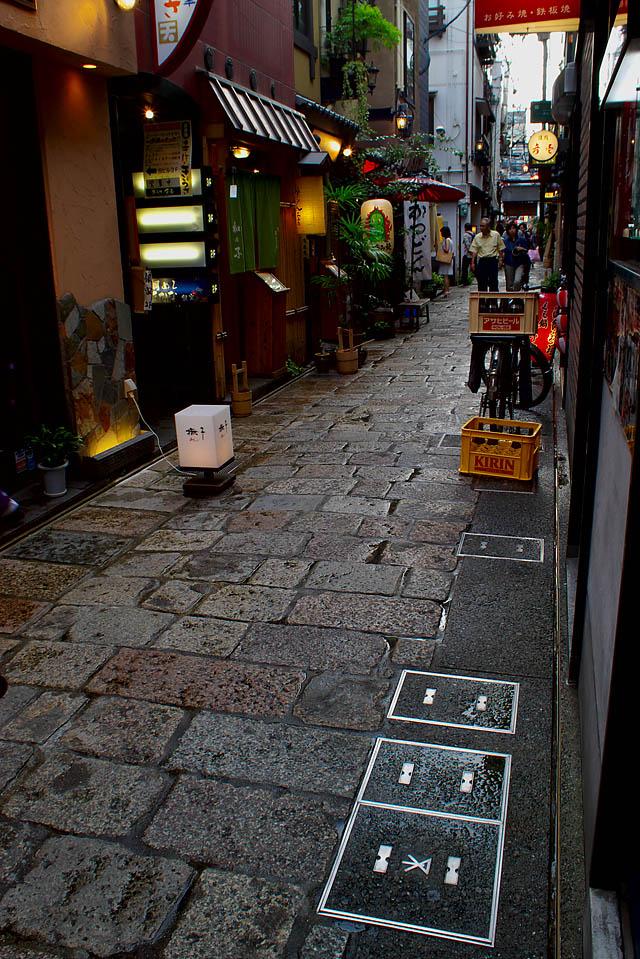 雨上がりの法善寺横丁
