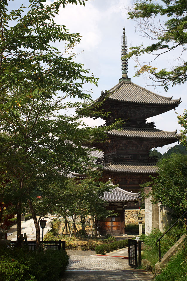 壺阪寺・三重塔