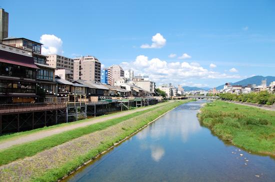 夏空 昼下がりの鴨川