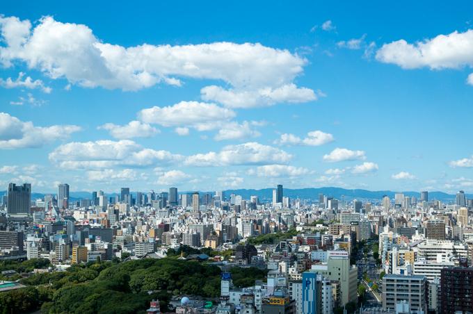 秋の長雨なので敢えて大阪の青空写真を